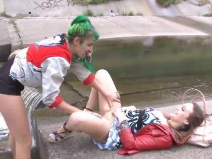 Leszbikus elcsábítani pornót