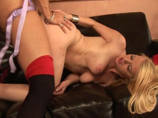 Szöszik szexcsatája műfasszal