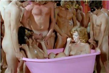 Faszszopó parti a pink fürdőkádban