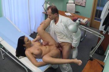 Szexvizsgálat a doktor bácsinál