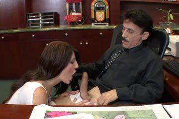 Kanos igazgató és szexi tinilány
