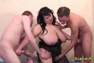 lány spriccel orgia
