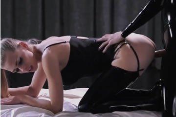 Kemény durva leszbikus strapon