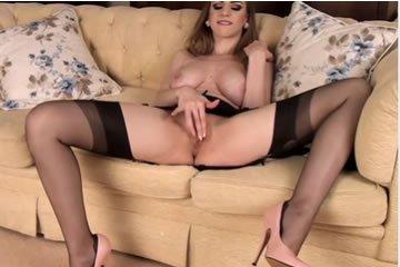 Így maszturbál egy igazi hölgy